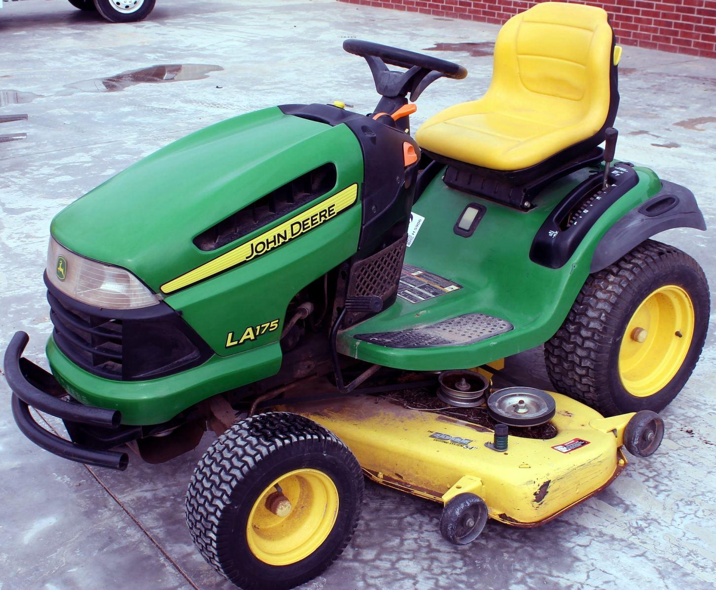 John Deere Tractors La105  La115  La125  La135  La145